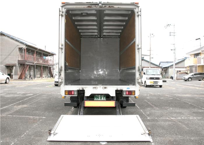後ろから見たトラックの積載スペース